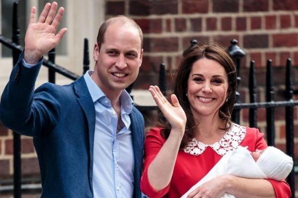 Принц Вільям показав перший документ новонародженого сина