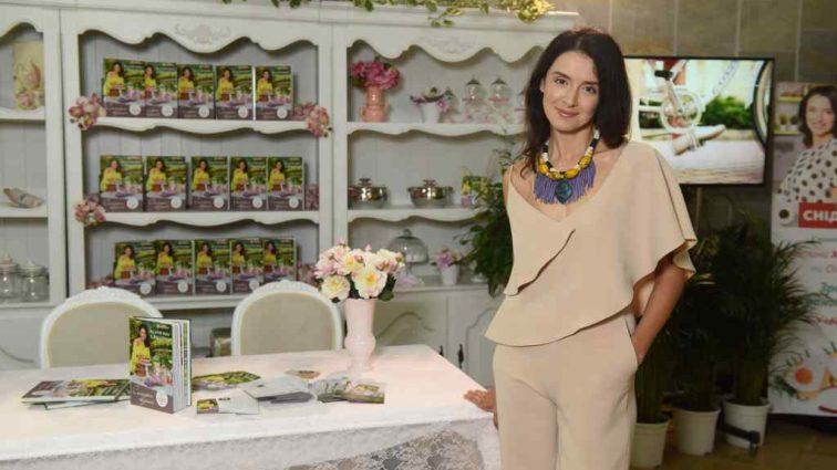 Чекає на четверту дитину: Популярна українська телеведуча зізналась про свою вагітність