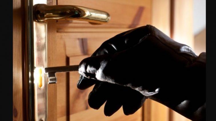 «Зламаний сейф і…»: Невідомі пограбували елітну квартиру української зірки