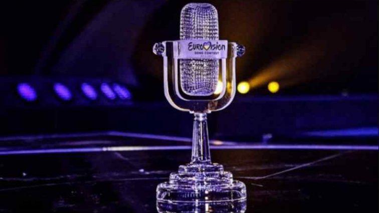 «Біля моря»: Переможець «Євробачення-2017» вперше після важкої операції зняв кліп