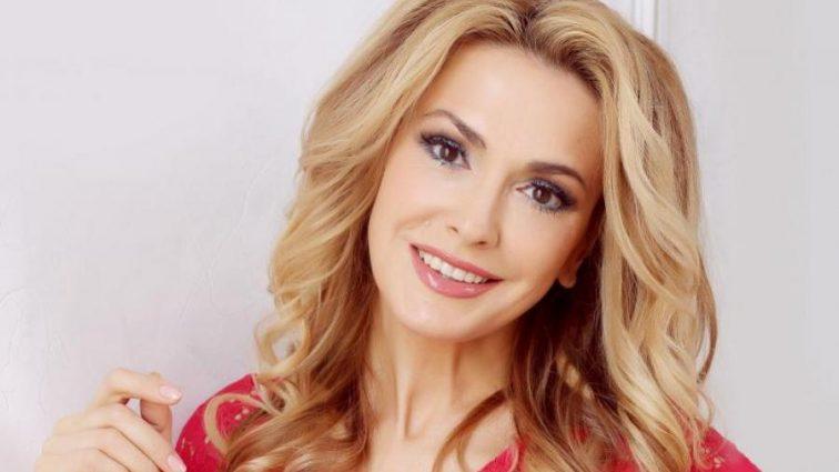 «Час не владний над істинною красою!»: Ольга Сумська показала фото, якою була у 21 рік