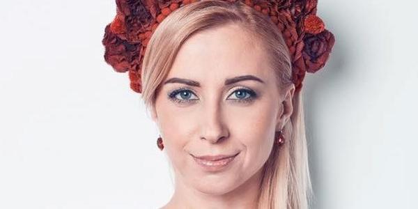 Відома українська співачка заспівала в аеропорті США
