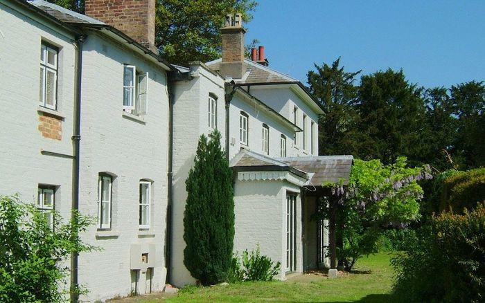 «21-кімнатна резиденція»: В Мережі показали новий дім Меган Маркл і принца Гаррі