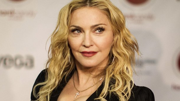 Епатажна співачка Мадонна показала рідкісне фото з усіма своїми дітьми