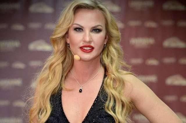 «Зі своїми принцесами відчуваю себе королевою»: Співачка Камалія показала підрослих доньок