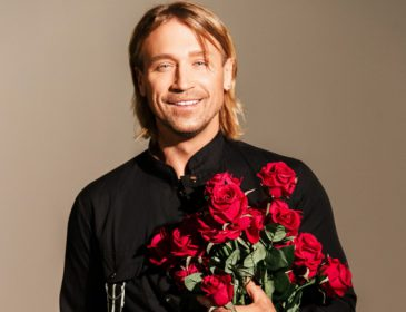 Чоловіки теж люблять червоний: Олег Винник вразив «молодих вовчиць» яскравим образом