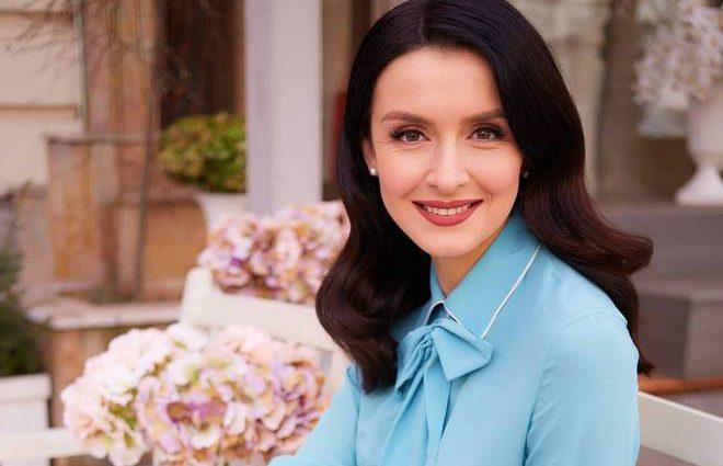 «Син шанує мамину роботу»: Валентина Хамайко повернулась в ефір через три дні після пологів