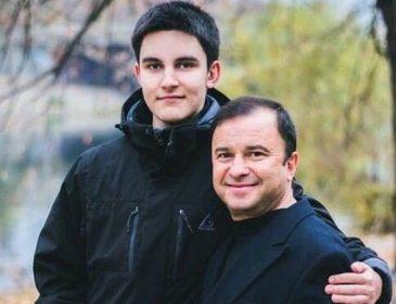«Проходимо хіміотерапію»: Віктор Павлік розповів про стан онкохворого 19-річного сина