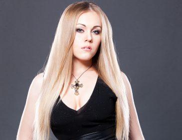 «Які зміни! Дуже пасує»: співачка Alyosha здивувала різким перевтіленням в образі