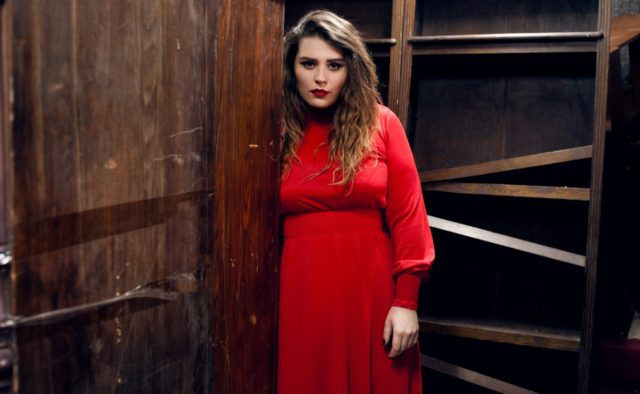 «Які форми»: Солістка KAZKA Олександра Зарицька поділилась пікантним знімком в купальнику