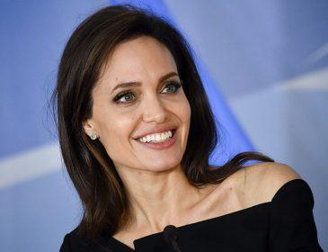 Анджеліна Джолі згадує, як виховувала дітей і що вони взяли від батька
