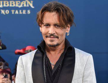 «Сивий, в окулярах та з бородою»: Джонні Депп кардинально змінив зовнішність заради нового фільму