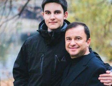«Волосся повилазило, брів немає»: Віктор Павлік розповів про стан свого сина, який бореться з раком