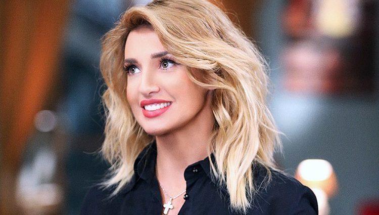 «Потрібно закохатися»: Оксана Марченко приголомшила обличчям без макіяжу