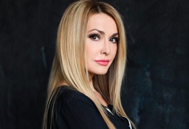 «Здається, хтось бавитьсяеліксиром молодості»: 52-річна Ольга Сумська вразила квітучим виглядом
