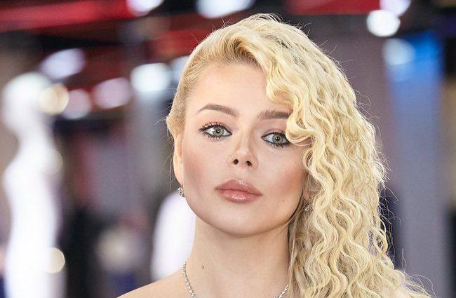 «У ритмі танго»: Аліна Гросу показала пристрасний поцілунок з відомим російським актором