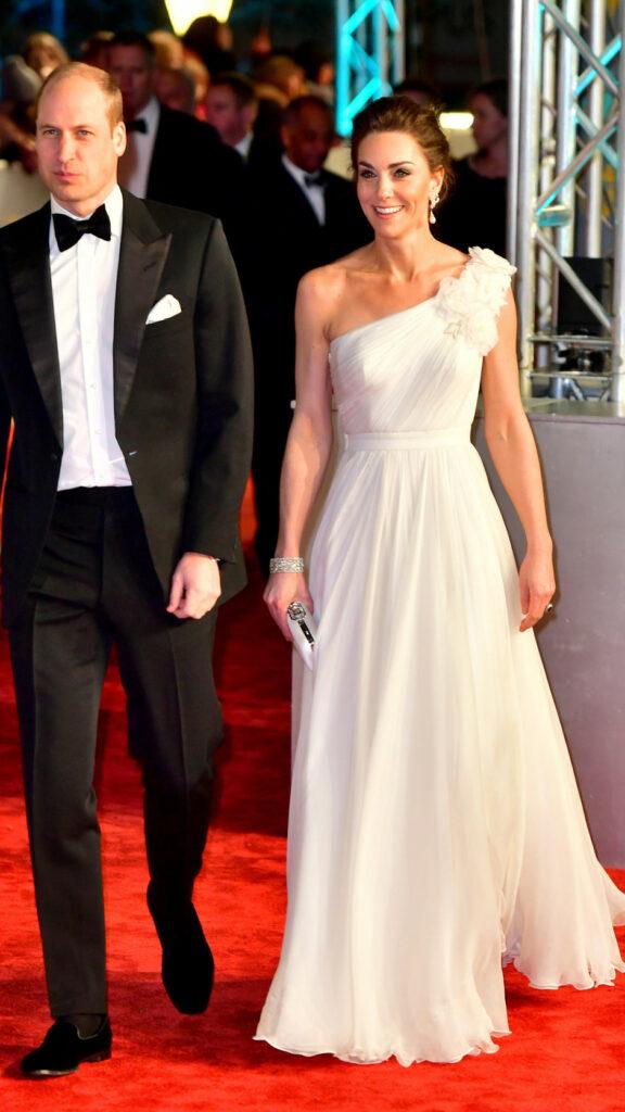 «По-королівськи скромно і елегантно»: Кейт Міддлтон вразила образом «нареченої» на церемонії нагородження BAFTA