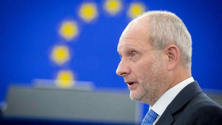 Ми стежитимемо дуже уважно, – посол ЄС про загрозу скасування безвізу з Україною